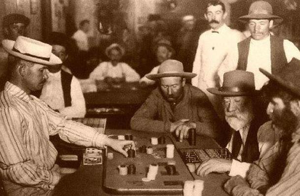 Vahşi Batı Tarihi Poker Masası Görünümü